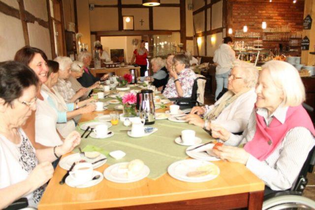 Gesellige Frühstücksrunde im Cafe Reinkenhoff