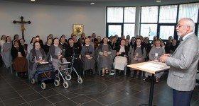 Hans-Gerd Adler berichtet den Schwestern im Bergkloster Heiligenstadt uber seine Erinnerungen an die Montagsgebete und -demonstrationen vor der Wende im Eichsfeld. Foto: SMMP/Bock