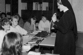 Bis 1996 unterrichtete Schwester Pia Elisabeth Hellrung am Seminar für kirchlich ausgebildete Erzieherinnen, das sie am Bergkloster Heiligenstadt aufgebaut hatte. Heute ist sie Provinzoberin der einheitlichen Europäischen Provinz im Bergkloster Bestwig. (Foto: SMMP)