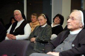 40 Zuhörer verfolgten die spannende Diskussion über die Arbeit der Laien in den brasilianischen Basisgemeinden und darüber, was wir in Deutschland von ihnen lernen können. Foto: SMMP/Bock