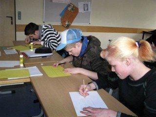 Jugendliche lernen im Don-Bosco-Zentrum fürs Leben. Foto: Manege