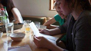 Offline-Kommunikation: Der Kontakt zu Freunden aus dem Social Network lässt sich nur analog herstellen. (Foto: SMMP/Beer)