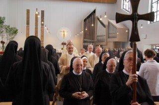 Sechs Zelebranten feierten mit den Schwestern Gottesdienst. Die meisten von ihnen kennen eine oder mehrere der Jubilarinnen aus ihren Pfarrgemeinden oder Einrichtungen. Foto: SMMP/Bock