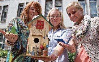 Alle Missionarinnen und Missionare haben sich zur Aussendungsfeier einen Zugvogel gebastelt. Das dazugehörige Vogelhäuschen wird in Heiligenstadt bleiben, bis die MaZ wieder