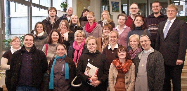34 neue Lehrer aus den Schulen der Schwestern der heiligen Maria Magdalena Postel lernten das Bergkloster Bestwig und die Ordensgemeinschaft kennen. Foto: SMMP/Bock