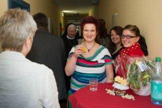 Rund 60 Gäste waren bei der Einsegnung der neuen Räume dabei. Darunter viele Vertreterinnen und Vertreter aus anderen Einrichtungen der Seniorenhhilfe SMMP und das ganze Team des Julie-Postel-Hauses. Foto: SMMP/Beer