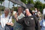 Grenzmuseum Schifflersgrund: Sr. Aloisia übernimmt die niederländische Übersetzung