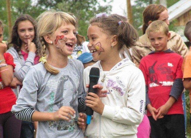 """Das ganze Dorf feierte mit: Am Samstag begingen die Schwestern der heiligen Maria Magdalena Postel den zehnten """"Geburtstag"""" ihres Wirkens in Schineni. Foto: SMMP/Sr. Adelgundis Pastusiak"""