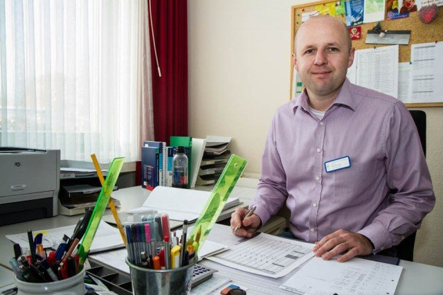 Edis Ahmetspahic leitet jetzt das Fachsmeinar für Altenpflege in Geseke. Foto: SMMP/Bock