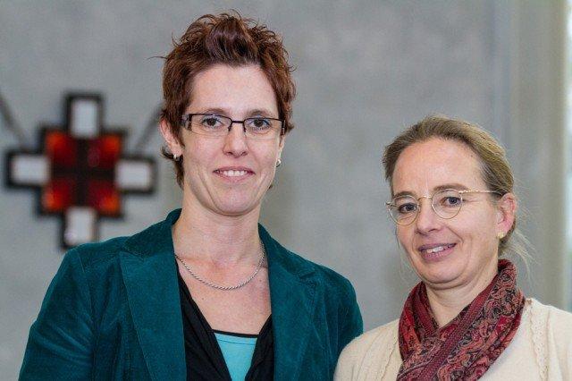 Petra Schröder (l.) ist jetzt kaufmännische Leiterin und Annette Hölz Pflegekoordinatorin bei den Ambulanten Diensten am Marienkrankenhaus in Nassau. Foto: SMMP/Bock