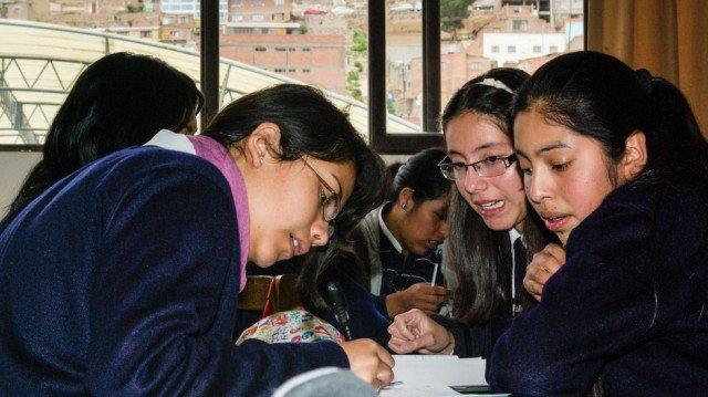 Unterricht in der Schule von Oruro auf einer Höhe von 3.700 Metern. Foto: SMMP/Bock