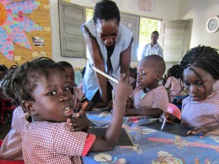 """Auch diese Kinder besuchen ab heute idie neue """"Kleine Schule Julie POstel"""" in Metarica/Mosambik. Foto: Sr. Klara Maria Breuer/SMMP"""