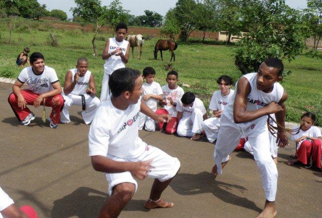 Junge Menschen stark zu machen und ihnen Fair Play beizubringen, ist Ziel des Capoeira-Projekts im Stadtrandviertel Imperial in Leme, drei Autostunden von São Paulo entfernt. Foto: SMMP