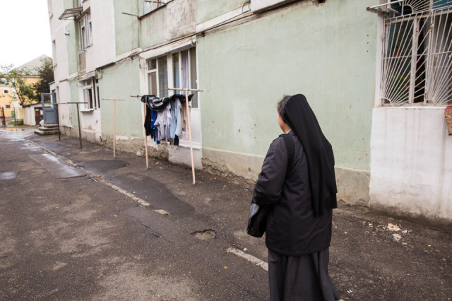 Schwester Carmen Tereza Rusu besucht Familien. (Foto: Achim Pohl)
