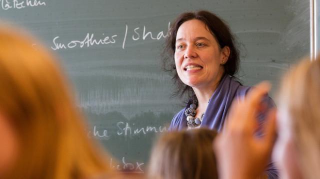 Selten wird Dr. Monika Rack in ihrer Klasse eine Diskussion zu anstrengend. Foto: SMMP/Bock