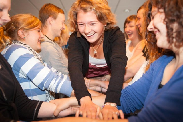 Ein guter Zusammenhalt – wie hier in der Höheren Berufsfachschule für Sozial- und Gesundheitswesen am Berufskolleg Canisiusstift in Ahaus – ist kennzeichnend für die Schulen der Schwestern der heiligen Maria Magdalena Postel. Foto: SMMP/Beer