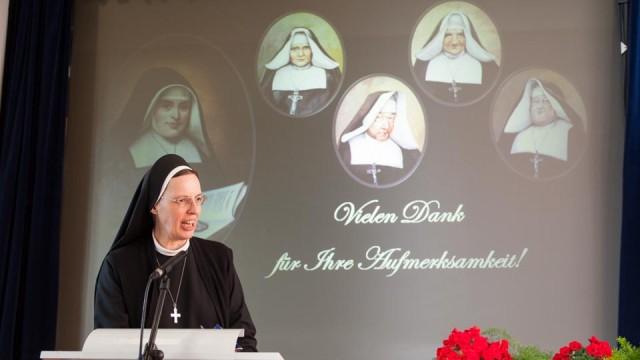Generaloberin Schwester Maria Thoma Dikow sieht in den Anfängen der Ordensgemeinschaft in Deutschland auch Denkanstöße für heute. Foto: SMMP/Beer