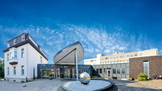 Das Gertrudis-Hospital heute: Gebäudeteile verschiedener Entwicklungsphasen sind zu einem Komplex vereint. Foto: KKRN / Günther Schmidt