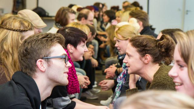 Fast 60 Auszubildende aus den Einrichtungen der Seniorenhilfe SMMP trafen sich zu einem Kennenlerntag im Bergkloster Bestwig. Foto: SMMP / U. Bock