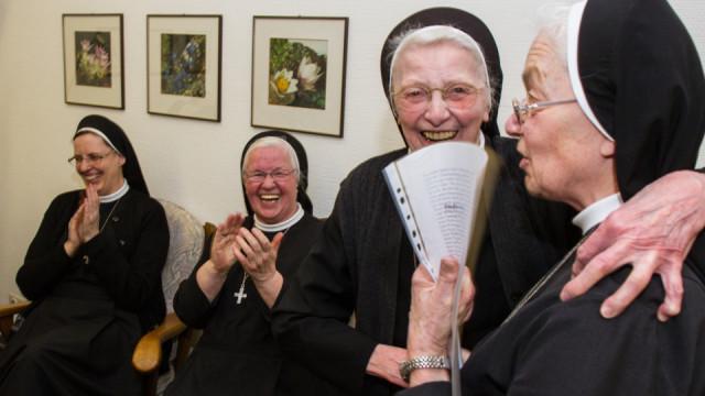 Gut gelaunt feierte die frühere Generaloberin der Schwestern der heiligen Maria Magdalena Postel, Schwester Christa Maria Henninghaus am Donnerstag ihren 90. Geburtstag. Foto: SMMP/Bock