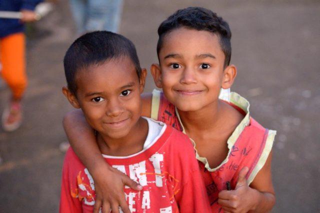 Kinder halten sich in ihrer Freizeit auf der Straße auf, Armenviertel Imperial, Leme, Sao Paulo, Brasilien: Foto: Florian Kopp / SMMP