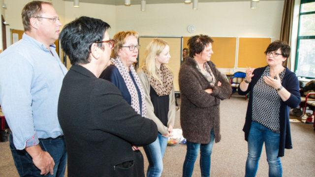 In Kleingruppen tauschten sich die Führungskräfte der Seniorenhilfe SMMP darüber aus, wie sie ihre Mitarbeiterinnen und Mitarbeiter begeistern, binden und bewegen können. Foto: SMMP/Bock