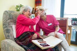 """""""Wichtig ist der Dienst vom Menschen am Menschen"""" sagt Frank Pfeffer. Der wird bei der Seniorenhilfe SMMP gelebt - wie hier im Haus St. Josef in Heiden. Foto: SMMP/Ulrich Bock"""