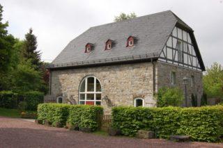In dieser ehemaligen Scheune hat die Ergotherapeutische Praxis am Kloster Oelinghausen ihre Räume. Foto: SMMP/Bock