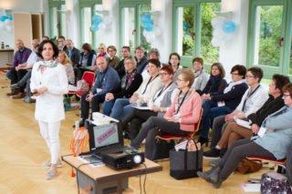 Daniela Kaminski stellt die drei Säulen des Rückenwind-Programms vor. Foto: SMMP/Bock