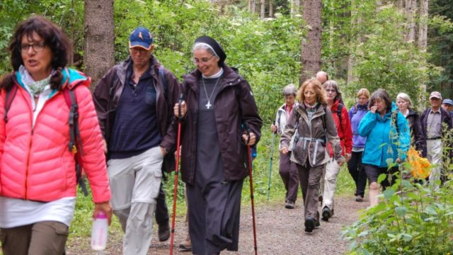 Am Sonntag wird die Südroute des spirituellen Wanderweges eröffnet. Zur Eröffnung der Nordroute am 26. Juni kamen 50 Interessierte. Foto: SMMP/Bock
