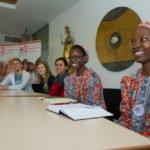 Luisa Mirandinha Augustinho und und Ester da Conceicaoo Eduardo Mariquete stellen sich musikalisch vor und berichten von ihren Erfahrungen als Incomer aus Mosambik. Foto: SMMP/Ulrich Bock
