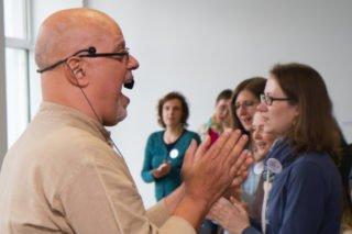 Nebenbei betreibt Carlos auch etwas Stimmbildung. Foto: SMMP/Ulrich Bock