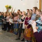 Der Chor füllt den ganzen Altarraum. Foto: SMMP/Ulrich Bock