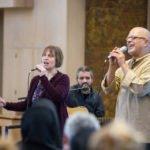 Beate, Gabriel und Carlos singen gemeinsam. Foto: SMMP/Ulrich Bock