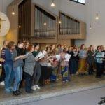 Der Chor singt mit Begeisterung. Foto: SMMP/Ulrich Bock
